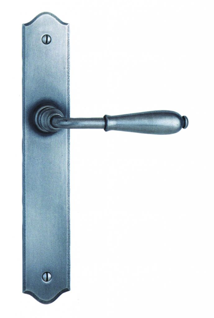 Garniture acier : Plaque 240 x 40 mm - entraxe de fixation 195 mm