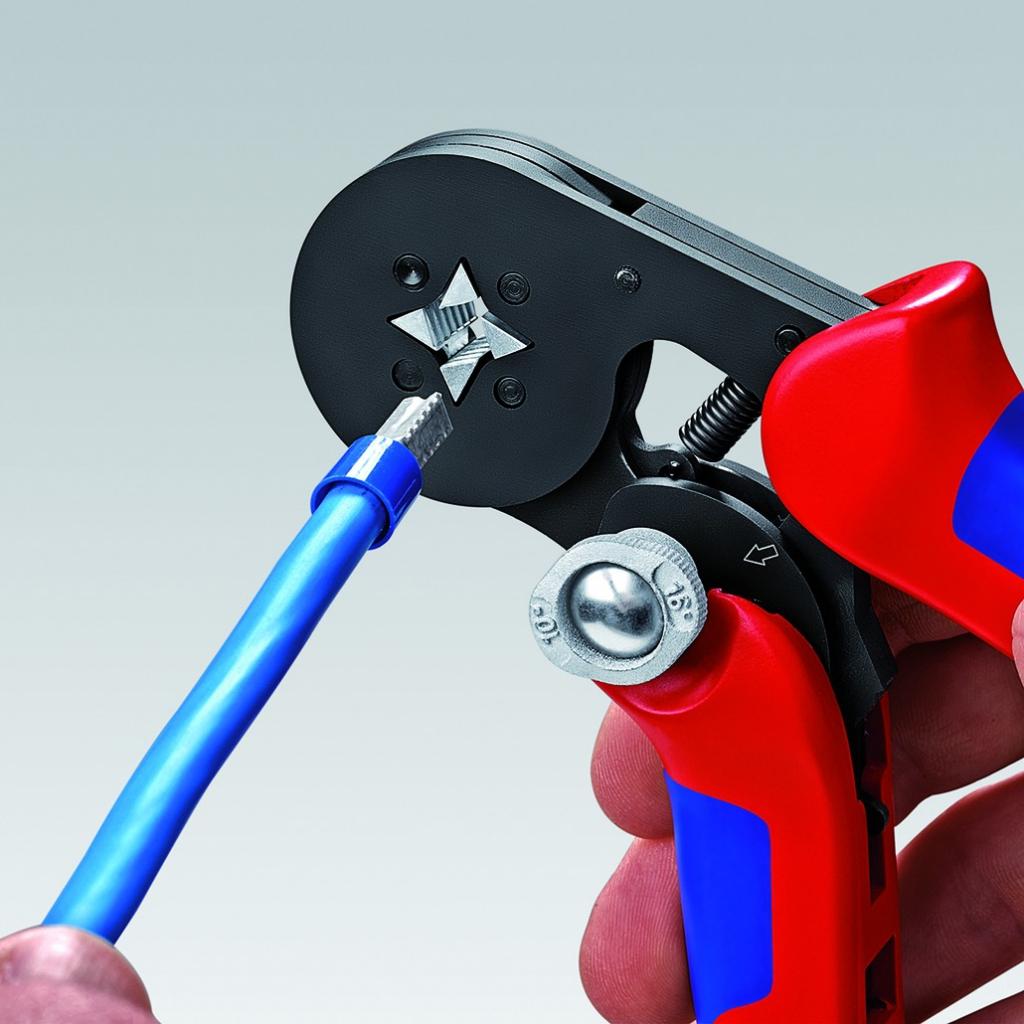 Pince à sertir auto-ajustable pour embouts de câble