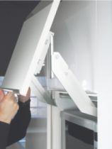Agencement de cuisine : Ferrure de porte relevante EWIVA avec barre de synchronisation séparée