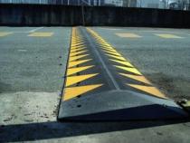 Protection des personnes et matériel : Ralentisseur zone privée jaune et noir