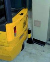 Protection des personnes et matériel : Protection d'angle au sol jaune et noire
