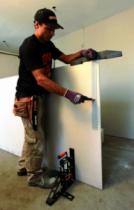 Outil de plaquiste : Règle à découper les plaques de plâtre