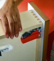 Coulisse invisible pour tiroir bois : Boîtier d'accouplement