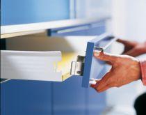 Côté de tiroir simple paroi : Attache-façade à visser